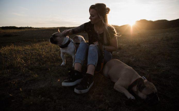Hondenfotograaf op de foto met je hond Heemskerk Castricum Beverwijk Wijk aan Zee Bergen Bakkum